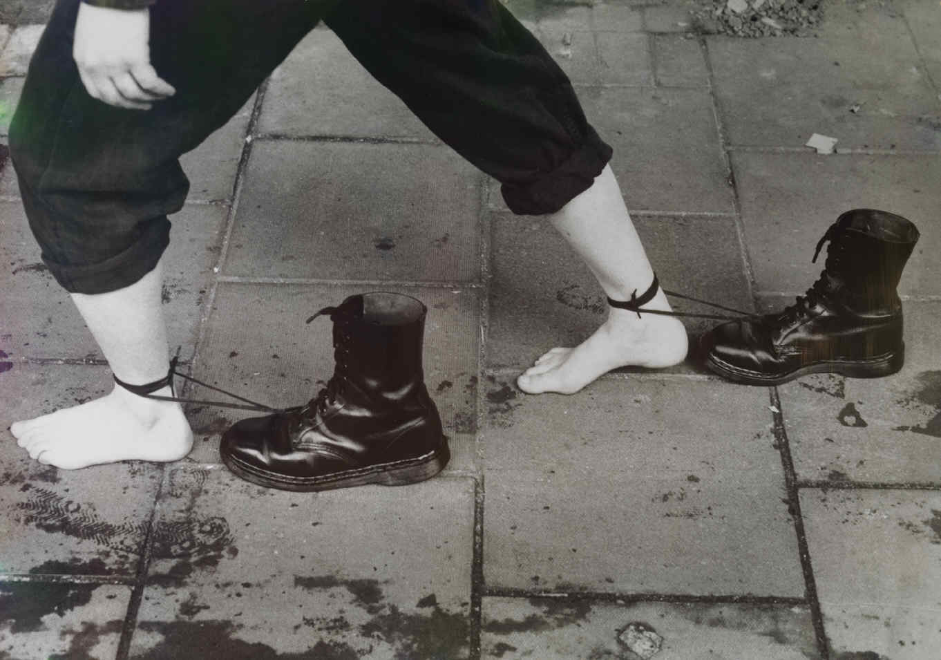 mona_hatoum_roadworks_boots_dragging