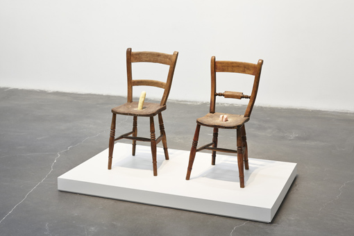 sarah_lucas_chairs